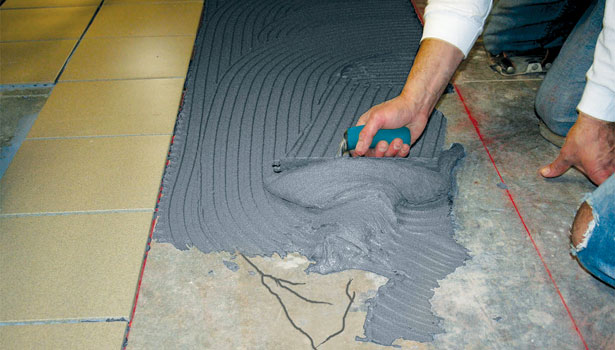 Instalación de azulejos con productos ambientalmente amigables