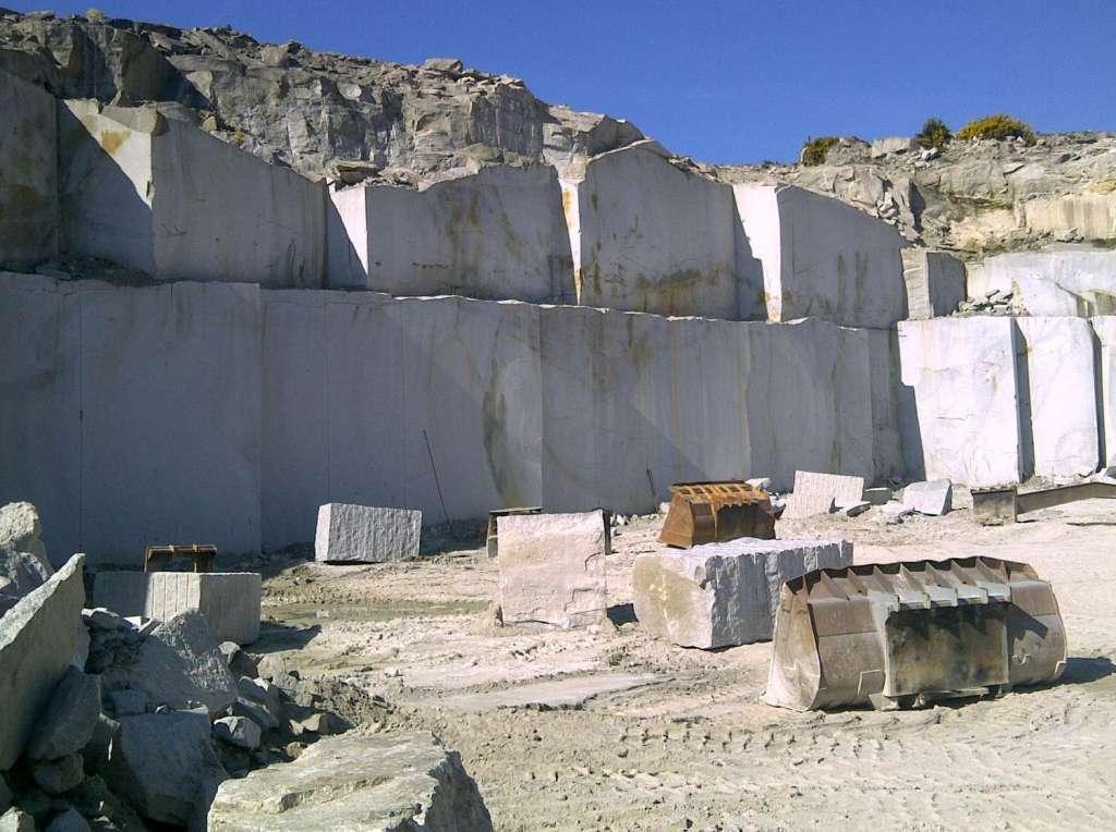 El precio del petróleo impacta la industria de la piedra